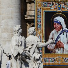 Mother Teresa canonised by Pope Francis at Vatican ceremony
