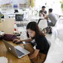 Beijing promotes low-paid college grads to startup CEOs