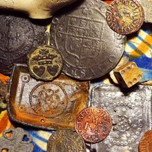 Mudlarking: History buffs dig up priceless treasures along London's River Thames