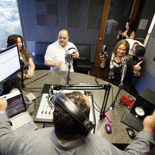 Conoce a 4 radios del Metroplex que encontraron su audiencia en internet