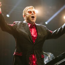 Los 70 de Elton John: siete canciones que definieron su carrera