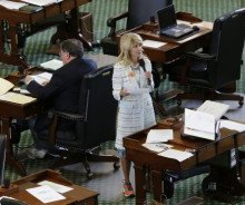 Wendy Davis beats the clock, with an assist from the gallery