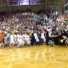Taylor University's 'Silent Night' game is tremendous (VIDEO)