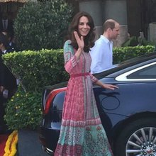 Duchess of Cambridge drops water bottle and picks it up all by herself