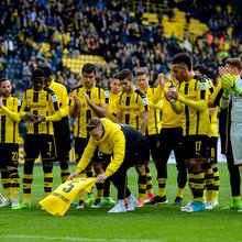 In a Puskás Award Caliber Goalfest, Dortmund Glide Past Frankfurt 3-1