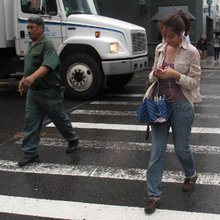 Hawaii wants to ban pedestrians from looking at their cellphones while crossing the street