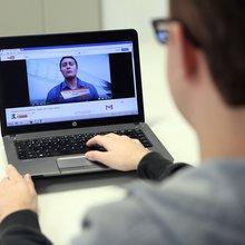 Internauta de 20 anos se arrisca mais na web