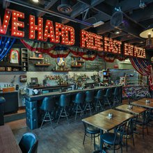 Evel Knievel-themed pizza joint on Fremont Street is for 'the daredevil in us all'