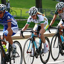 Women Tackle France on Two Wheels