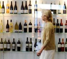 US Bordeaux prices at risk of 'bloodbath', experts say