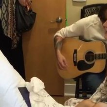 VIDEO: Florence & The Machine Hold Private Performance for Ill Fan at Hospice Austin