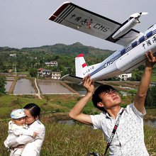 Model Plane Enthusiast Keeps Aviation Down-to-Earth