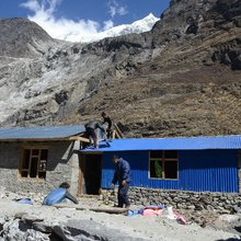 Fears Mount in Quake-hit Nepal as Tourists Stay Away