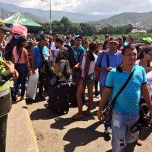 Thousands flee Venezuela's economic collapse, overwhelming Colombia's borders