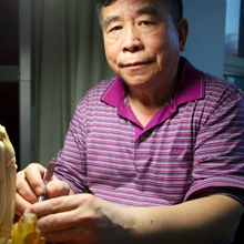 CNN: Beijing's ivory carvers cling to dying art