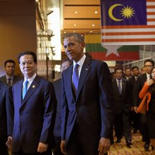 Obama woos Vietnam amid China's economic rise, South China Sea aggression