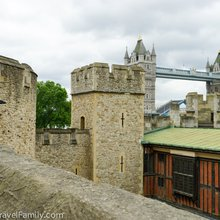 Laugh & Learn - Context Travel Tower of London Walk