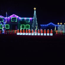 Elk Grove man brings happiness with holiday lights