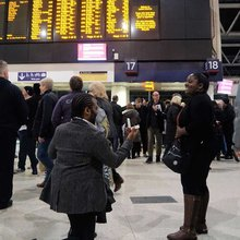 Did she say yes? Abbey Wood woman gets romantic marriage proposal at Waterloo station