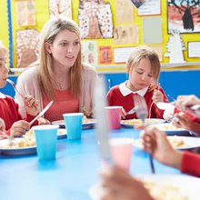 Labour pledges free school meals for primary children