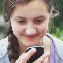 How To Know the Best Age For Your Tween or Teen To Have A Cell Phone