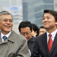 Moon, Ahn Revive Opposition Merger Before Korean Election