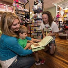 Book store bests big boxes with 70th birthday
