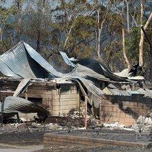 Bushfires Destroy Properties in Sydney Region as Man Killed