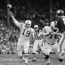 Johnny Unitas, a record-setting quarterback who didn't care about records