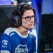 Giants mid laner xPePii looking for new team, sources say