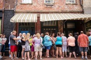 Deen's Savannah Kitchen: Lunch Boycott or Still Frying High?