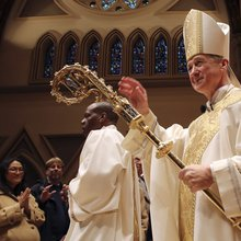 Archbishop Cupich pens foreword for Pope Francis' new book