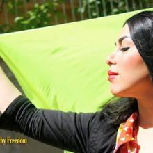 'Musulmane, togliete il velo che ci opprime'. Le iraniane su Facebook senza hijab