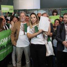Valesca Popozuda e atores fazem protesto na Câmara contra desmatamento