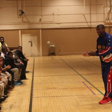 Harlem Globetrotter brings anti-bullying message to Gadsden students