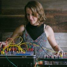 On a interviewé Kaitlyn Aurelia Smith, invocatrice de la plus belle musique synthétique du mome...