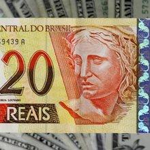 Dólar igual, bolso diferente após 13 anos
