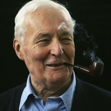 11 pictures of Tony Benn looking awesome smoking a pipe