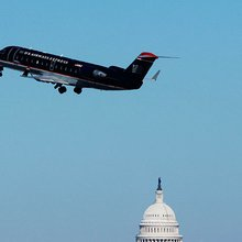 Bipartisan bill would stop lawmakers' from using tax dollars for first-class air travel