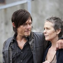'The Walking Dead' Season 5 Spoilers: Are Carol and Daryl Trapped in Van that Falls off Bridge? (...