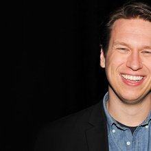 "HBO's 'Crashing': Why Judd Apatow Called Pete Holmes' Original Pitch ""Too Sad"" to Watch"