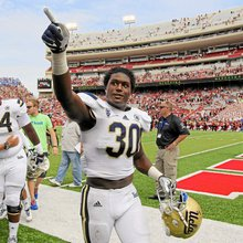 Myles Jack's two-way prowess rare in college football