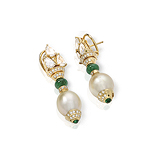 A PAIR OF DIAMOND, EMERALD AND PEARL EAR PENDANTS -    - Fine Jewels and Objets d'Art