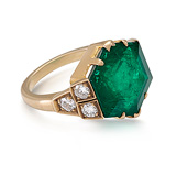 A MAJESTIC EMERALD RING -    - Auction of Fine Jewels & Watches