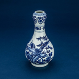 BLUE AND WHITE GARLIC MOUTH VASE -    - Asian Art