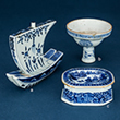 SET OF THREE BLUE AND WHITE PORCELAIN ASSORTED PIECES - Asian Art