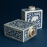 SET OF TWO BLUE AND WHITE PORCELAIN CONTAINERS -    - Asian Art