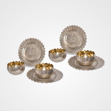 "Kashmir Parcel Gilt Set of Four Finger Bowls and Plates in ""Shawl Pattern"""