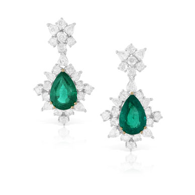 A PAIR OF EMERALD AND DIAMOND EAR PENDANTS