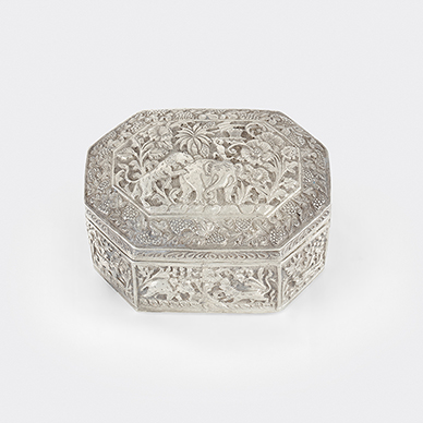 SILVER BOX WITH FLORAL MOTIFS